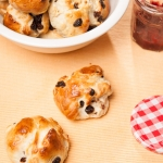 <a href=&quot;http://www.whatsontheplate.com/raisin-buns/&quot;>Raisin Buns</a>
